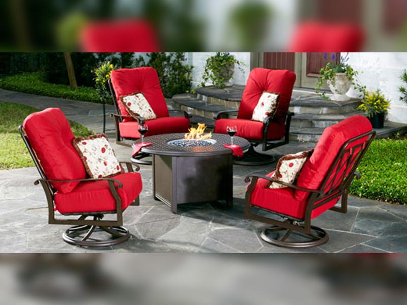 Woodard-Cortland-Cushion-with-Firepit